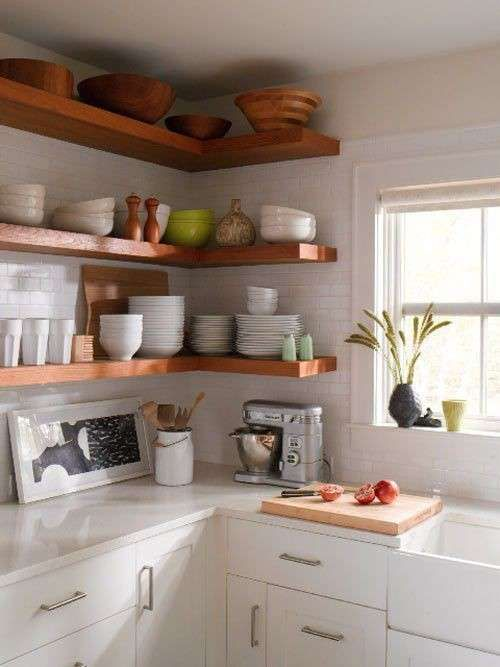 Arredare una cucina ad angolo - Cucina ad angolo con mensole | Small ...