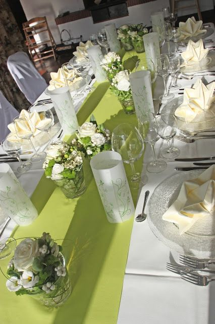 Hochzeitstisch in creme und grün im Seehaus am Riessersee | deco ...
