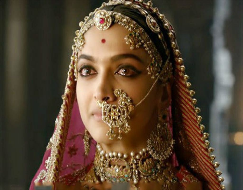 All Star Cast Casts In The Movie Are Very Upset With The Protest Against Padmavat After The Performance Deepika Padukone Deepika Padukone Style Nose Jewelry