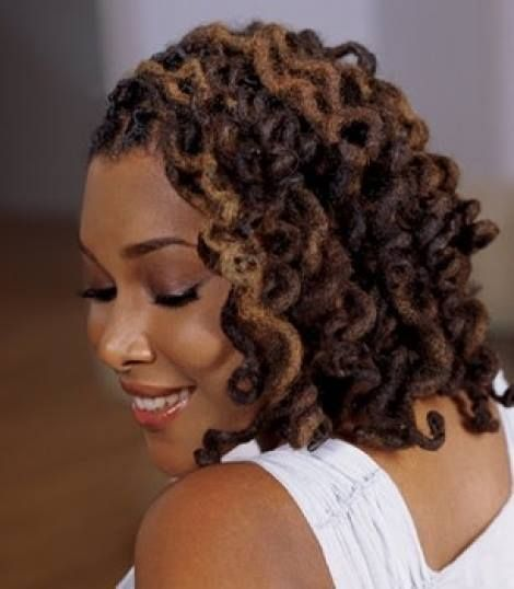 Natural Hold Locking Spray gives your freshly twisted locks extra hold without stiffness or dryness. This water based spray is perfect for finishing or rehydrating natural hair, twists and locks.