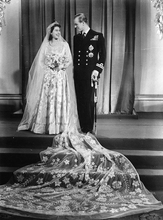 The Queen S 150 Favourite Outfits To Go On Display To Celebrate Her 90th Birthday Queen Elizabeth Wedding Royal Wedding Gowns Royal Wedding Dress