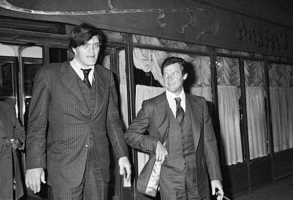 jaws - Richard Kiel & Roger Moore - james bond