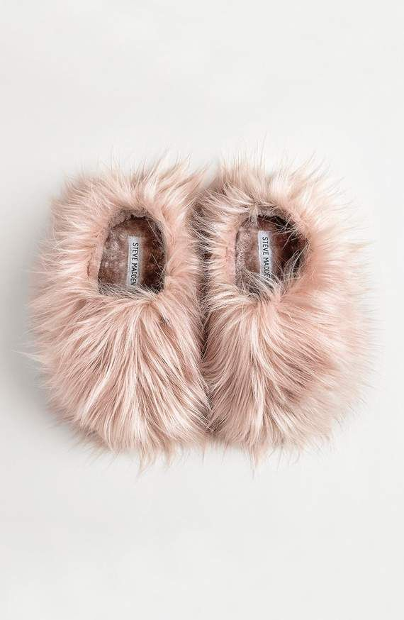 Steve Madden Women/'s Comfy Faux Fur Slipper