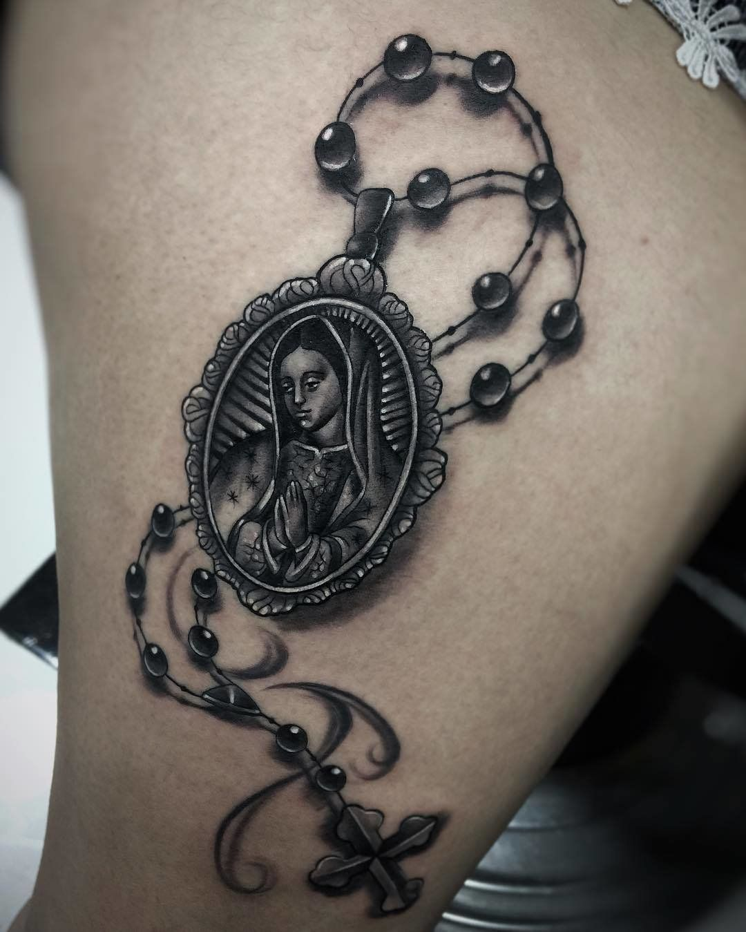 20 Tattoos That Pay Respect To La Virgen De Guadalupe Tats