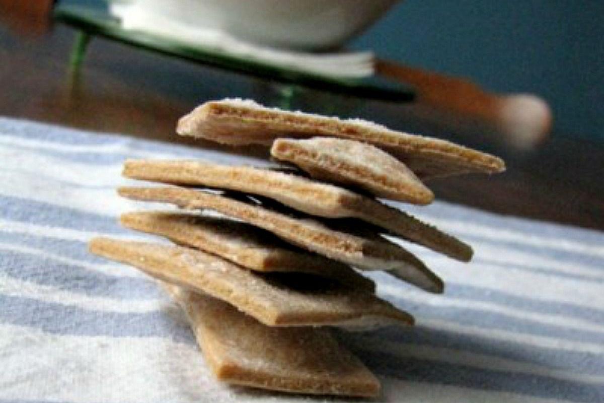 Homemade Wheat Thins [Vegan] Wheat thins, Vegan caramel