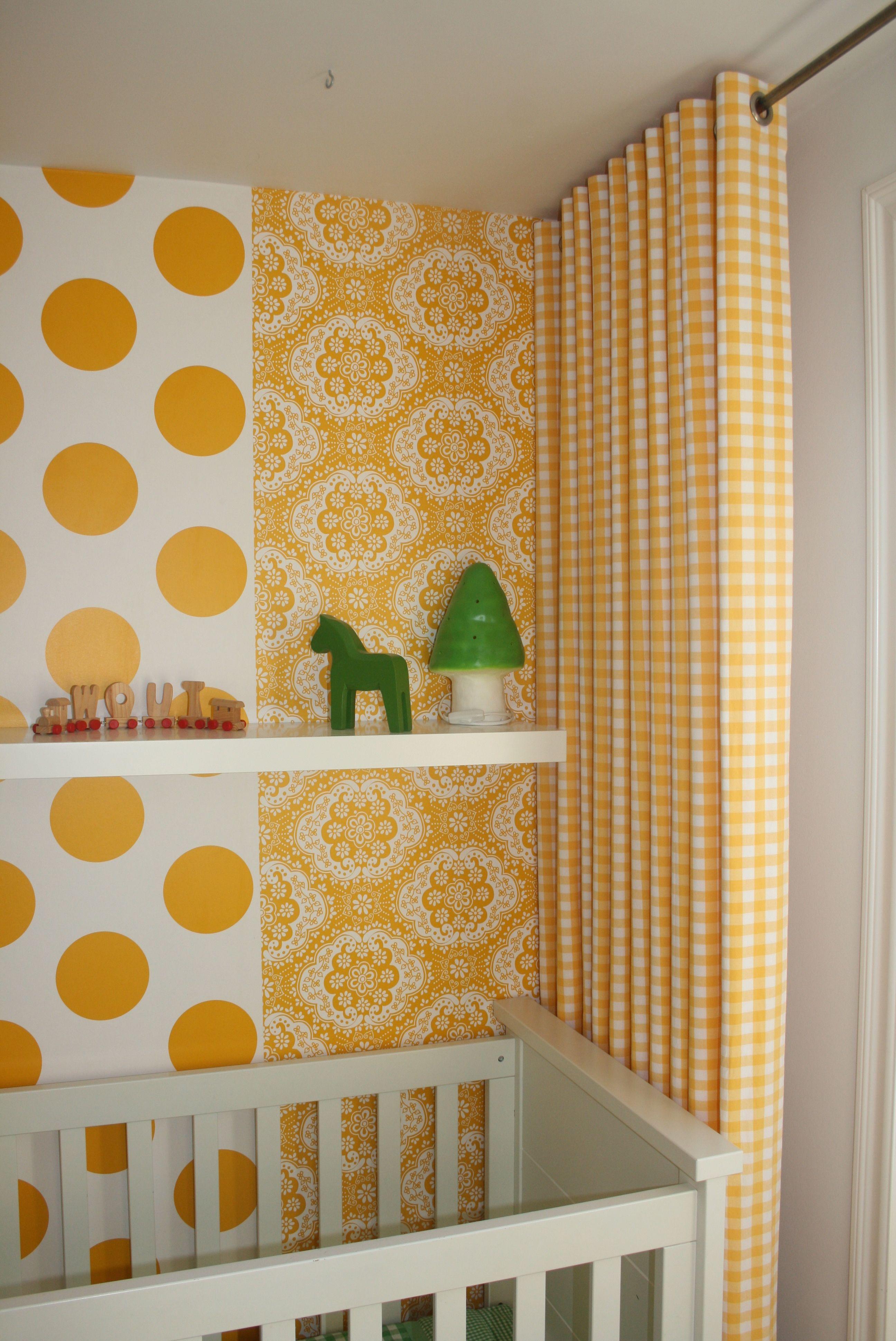 Gordijnen op kinderkamer in geel witte ruit stof. Stofkwaliteit 570 ...