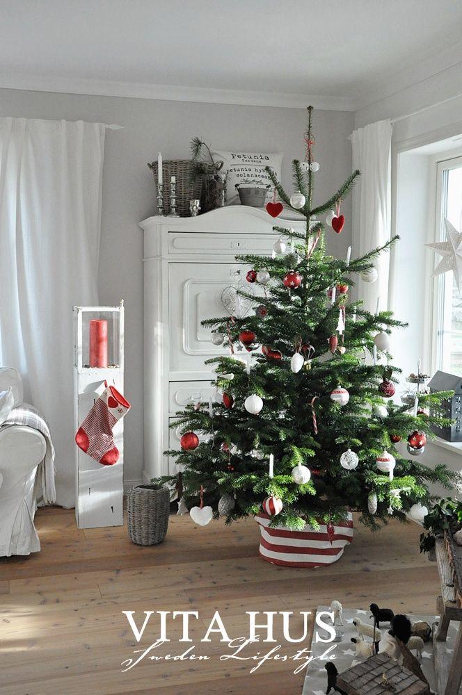 Skandinavisches wohnen wohnen in weiss shabby chic schwedenhaus green gate cottage garten for Landhausgarten deko