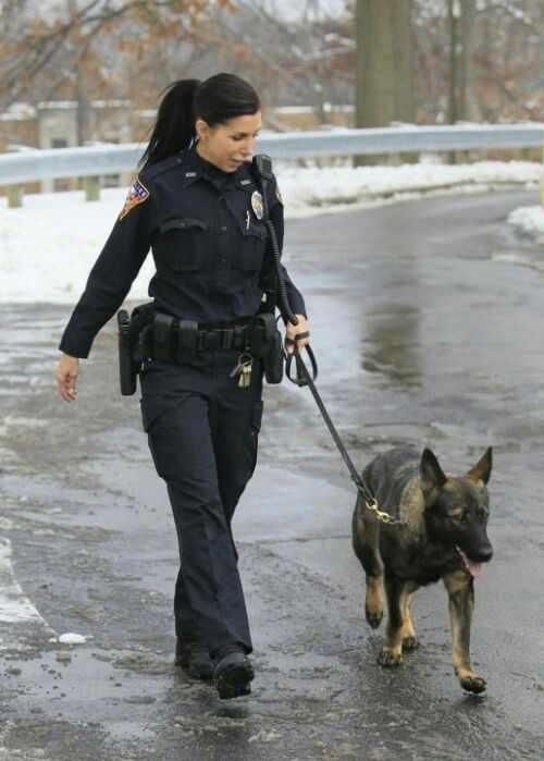 Female Police Officer Police Dogs Female Cop Female Police Officers