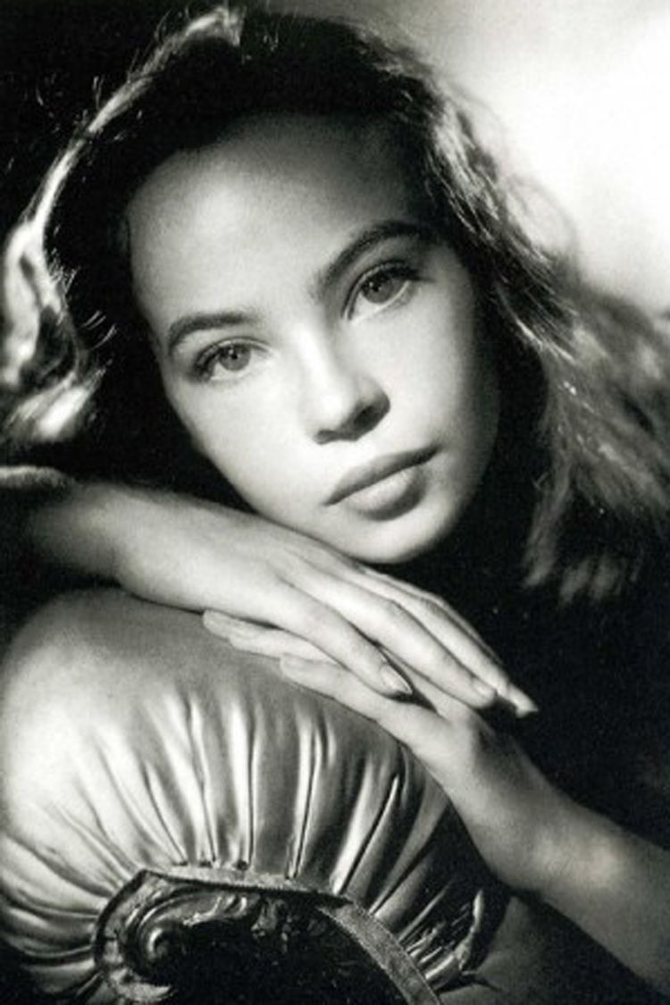 Leslie Caron Nude Photos 3