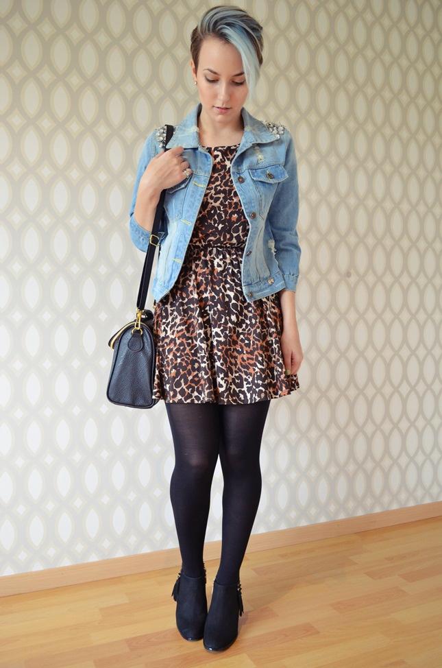 1f92fb2d16 Look  vestido de oncinha e jaqueta jeans
