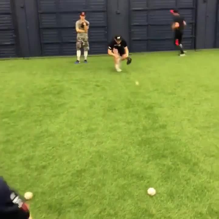 Effective, simple drill here to work 3 different double play feeds!    Come be a part of Prospect United and surround yourself with high level player development!!