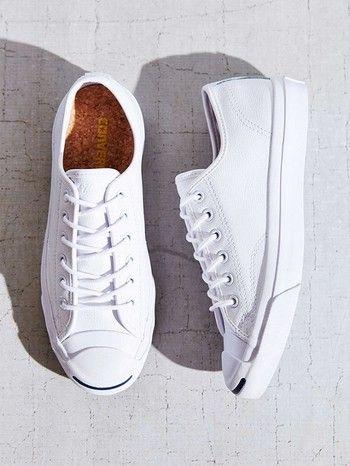 白スニーカーの白を出来るだけ長く保つために。簡単な洗い方とお