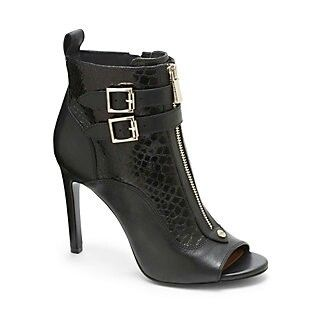 Ik, crazy right? Vince Camuto