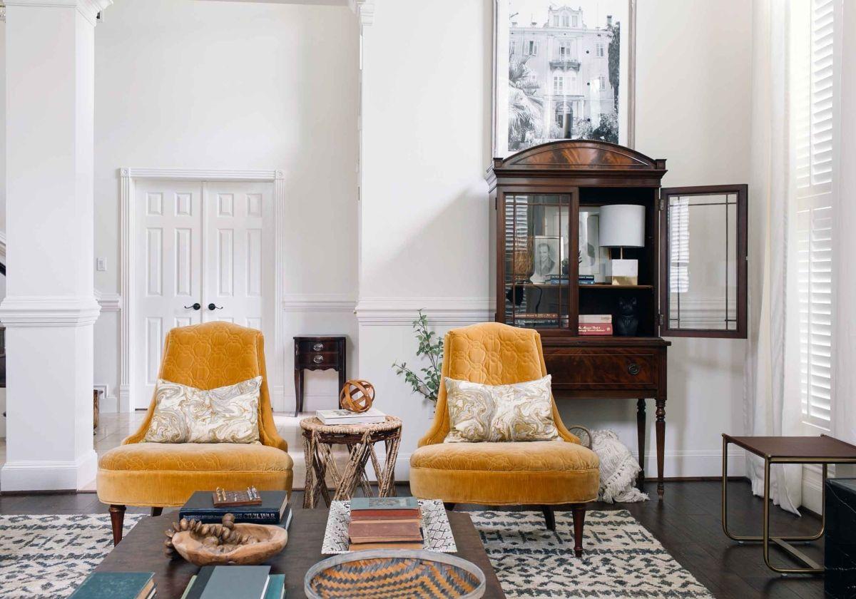 How to Make Traditional Decor Feel Fresh | Vintage decor, Living ...