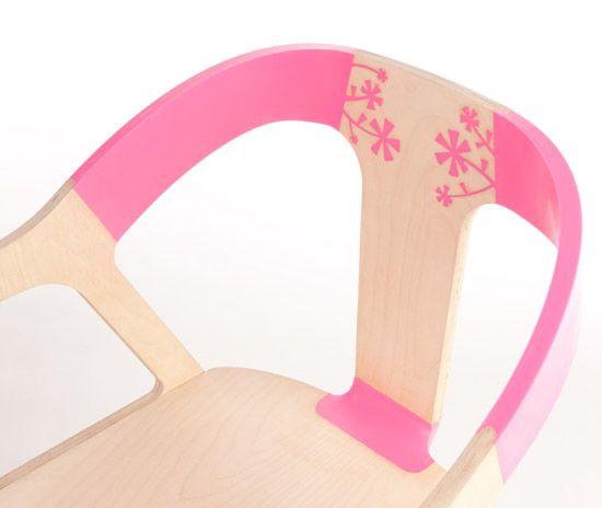 """El grupo Bakery-design ha presentado en el Salón Satélite dela recienteFeria de Milan 2010, la """"madera elástica"""". La idea de crear la """"madera elástica"""" surge para explorar lo que sucede cuando la…"""