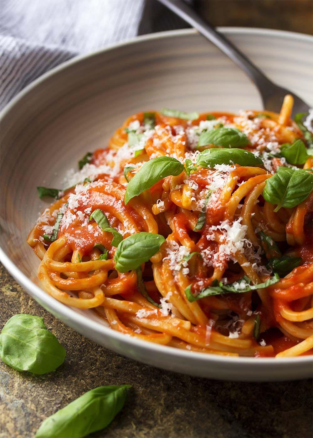 How To Make Italian Pomodoro Sauce Recipe Italian Recipes Easy Tomato Sauce Mediterranean Recipes