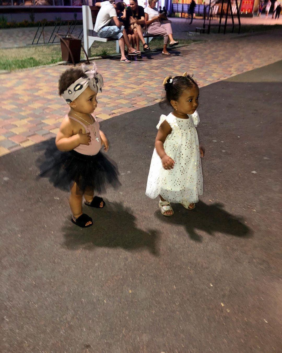 Подружки 🧚🏽♀️@lol_love80   #beautiful#instababygirl#instababymodel#instakids#instafollow#baby#babygirl#girls#pretty#prettygirls#prettylittleliars#kids#beautifulgirls#beautifulbaby#cute#cutebabies#cutegirls😘#princess#instapretty#little#littlegirl#littlegirl#инстадети#мулатка#мулаткашоколадка#russia#stavropol#parentsofmixedkidz