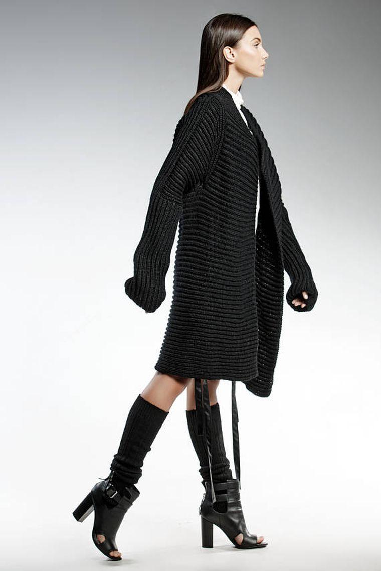 Vêtement noir et blanc de marque   découvrez l univers unique de Pendari    Mode   Pinterest   Прически, Новая прическа and Одежда 8fd27c3d425