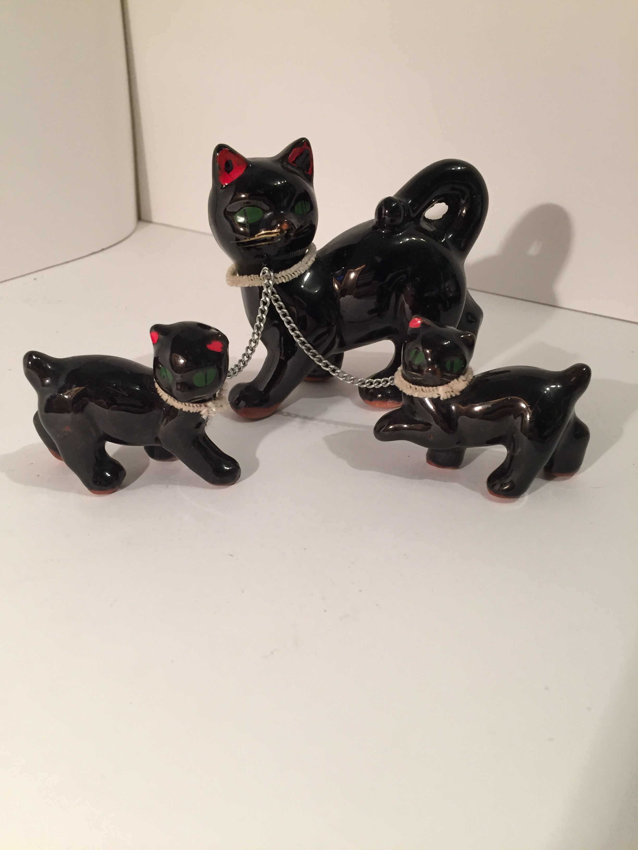 Collectible Cats, vintage 50s, high glazed brown with red