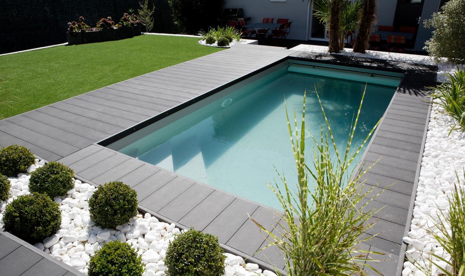 Piscine urbaine 2 2x4 5m liner gris clair smartcover Idee amenagement piscine