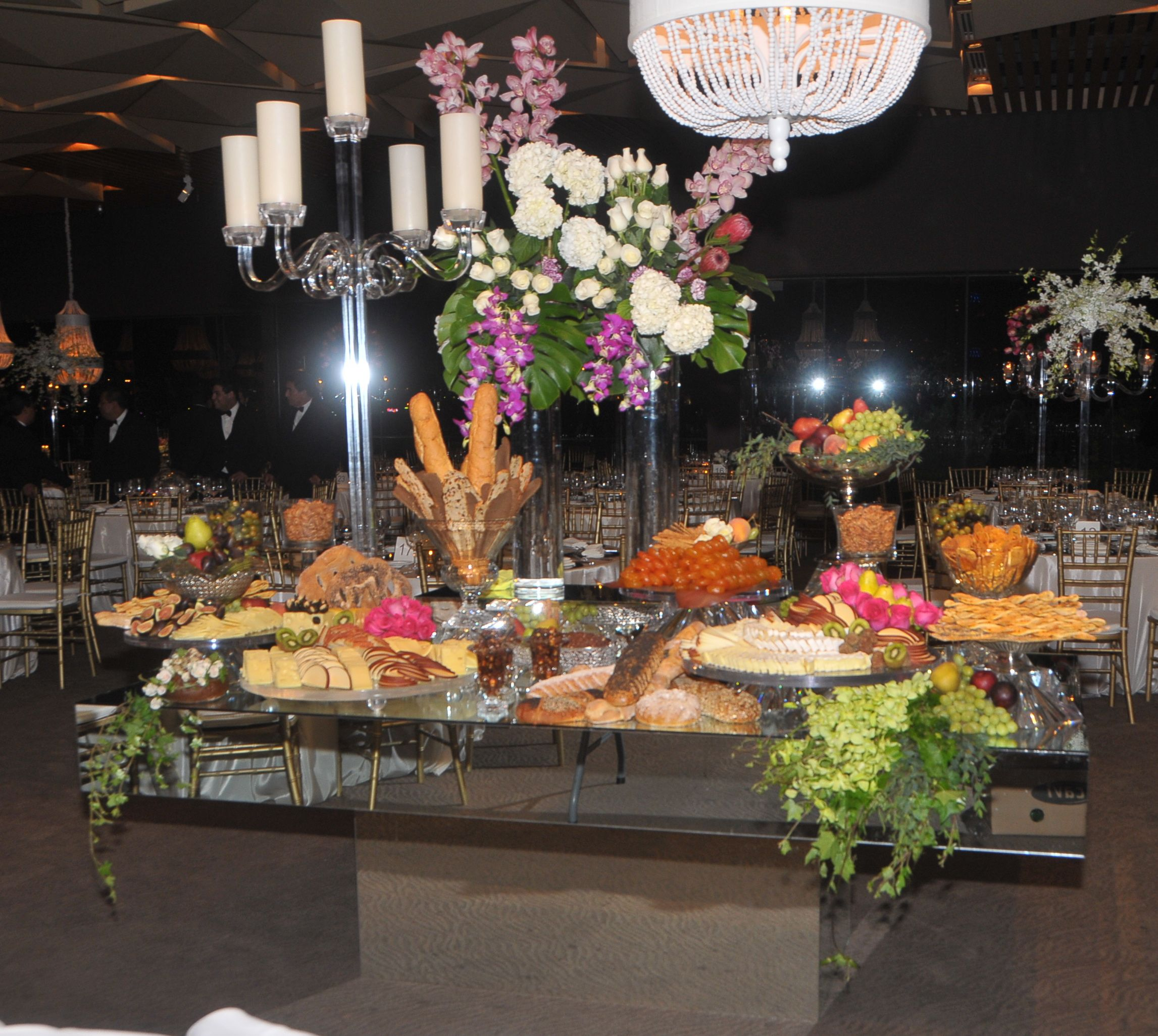 Mesa espejo como mesa de quesos en boda mesas de quesos for Mesa espejo