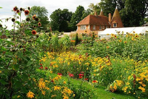 Pin By Laura Mihaela On English Gardens British Garden Gorgeous Gardens Garden Inspiration
