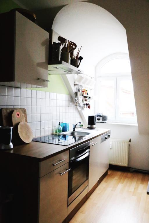 Große, helle Wohnküche in Berliner Wohnung mit Metallfronten und - gebrauchte küchen bremen