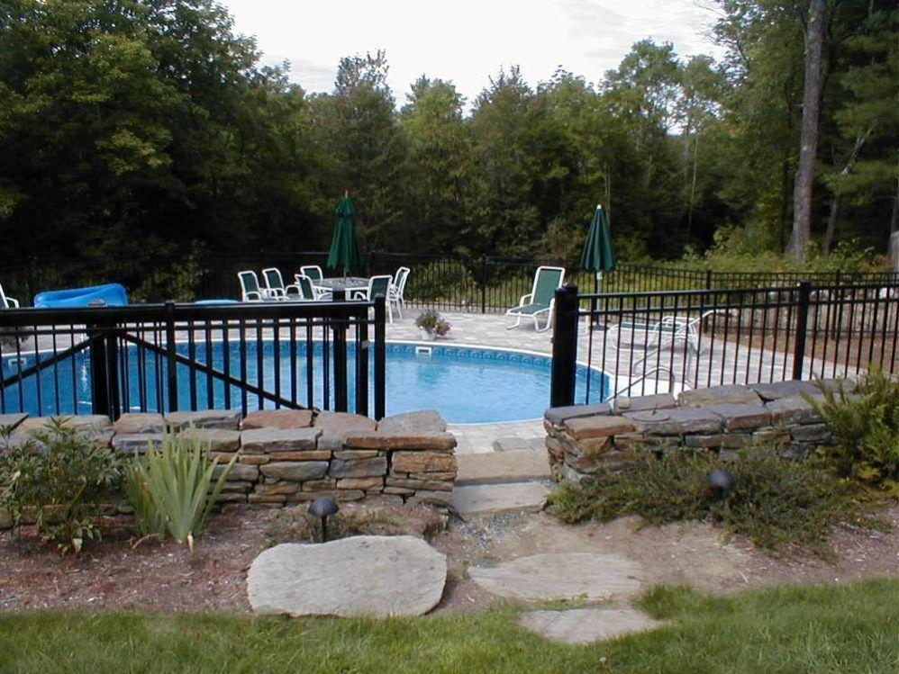 swimming pool fence in 2019 | Garden swimming pool, Pool ...