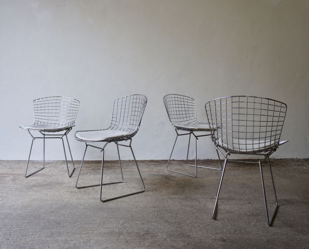 For Sale 1960 S Harry Bertoia Dining Chair Set By Knoll Mit Bildern