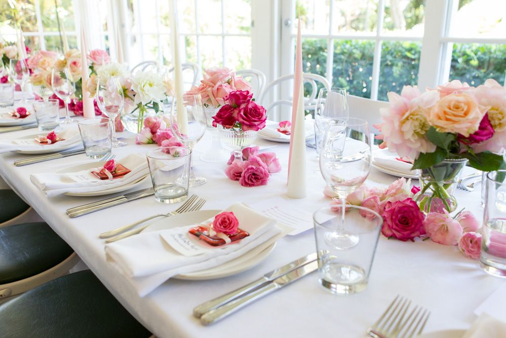 Pretty table setting using roses