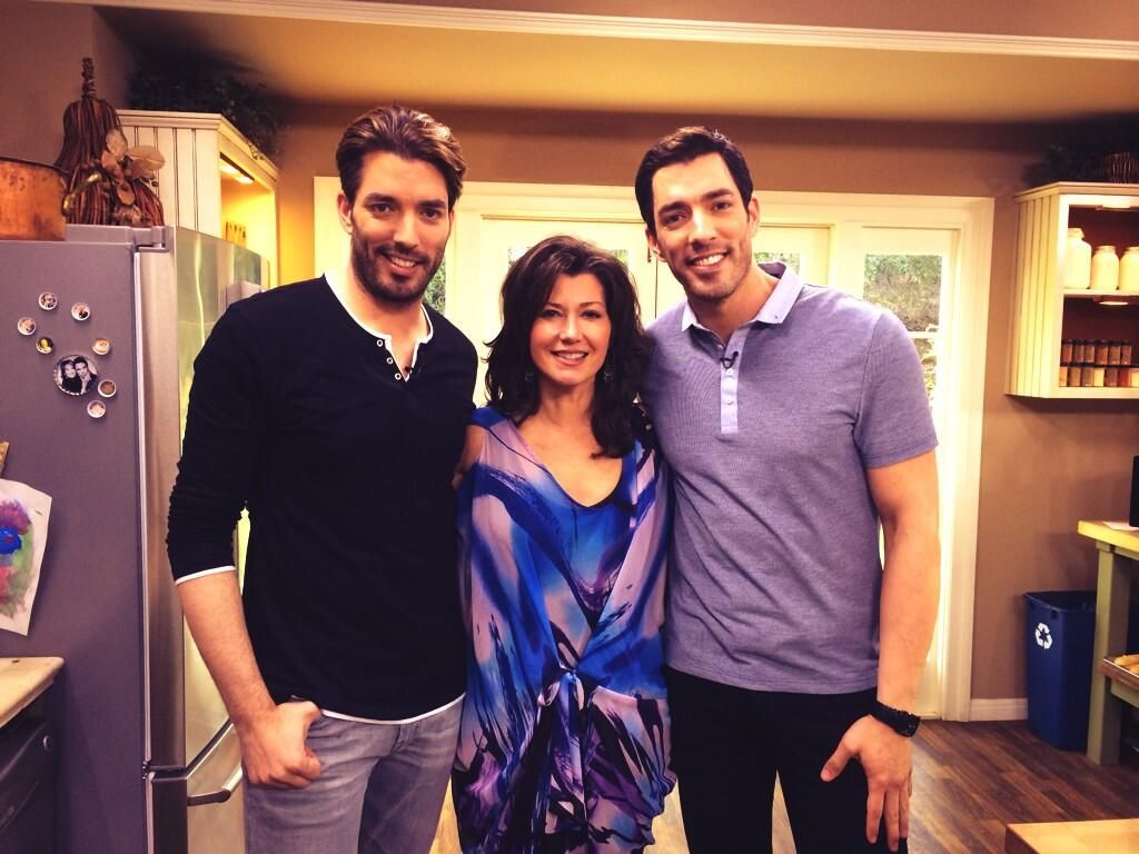 Drew And Jonathan Hang Out With Singer Amy Grant On The Set Of