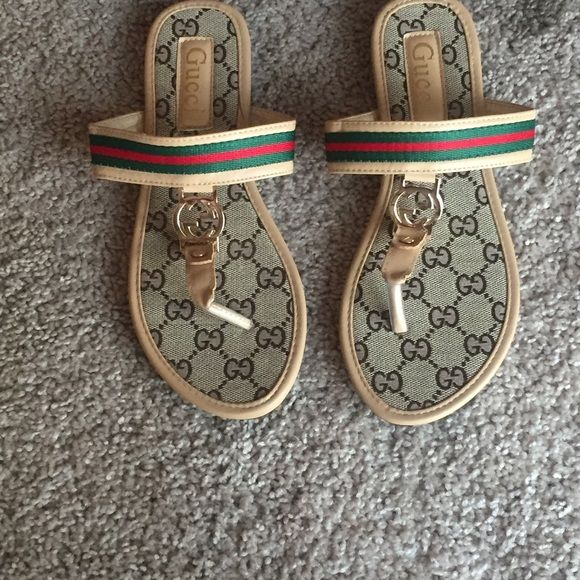 30c27ccb5ef70a Gucci Flip Flops Great Summer Shoe Size 8 for Women who really love to show  there