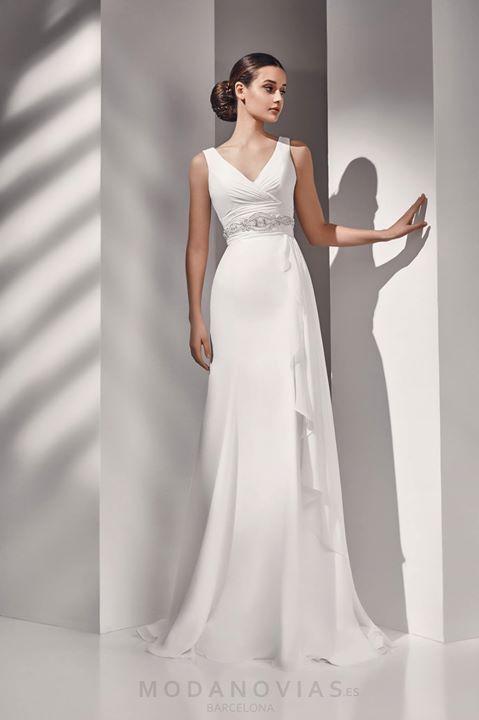 77f1b6dded Vestido de novia AURA de gasa de estilo griego en color marfil con el  cinturón de