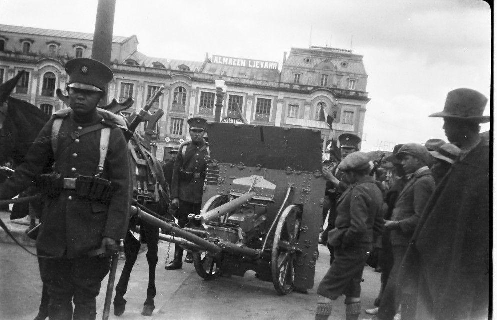 Desfile Militar / Anónimo // Fondo Luis Alberto Acuña Casas / Colección Museo de Bogotá: MdB 00138 / Todos los derechos reservados