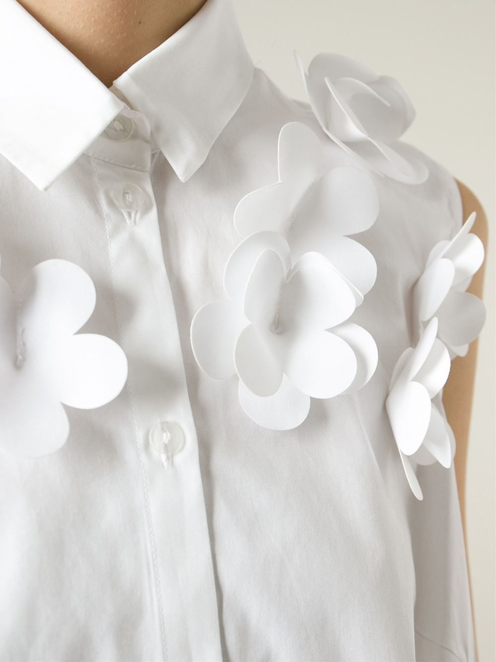 white shirt with 3d flower applique sewing idea textile embellishment fashion design detail - Clothing Design Ideas