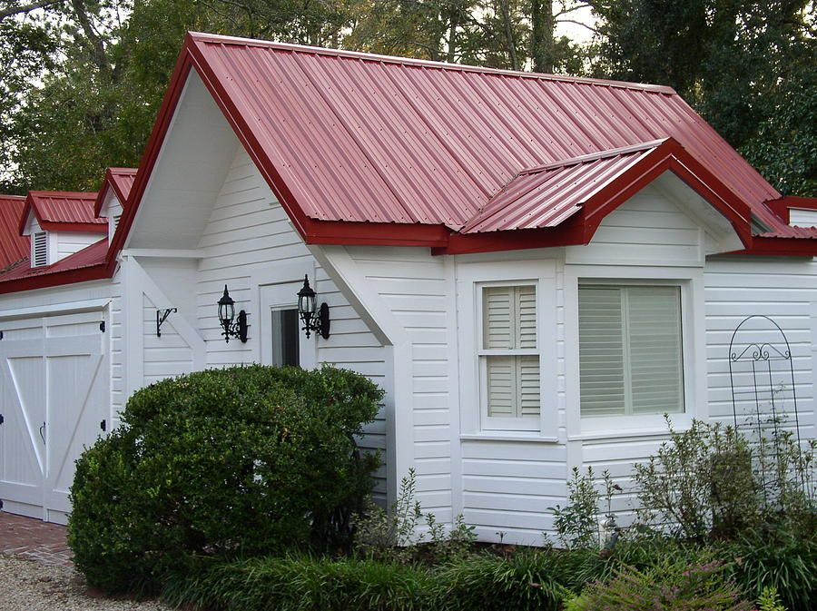 White Cottage Red Roof Red Roof House Tin Roof House White Exterior Houses