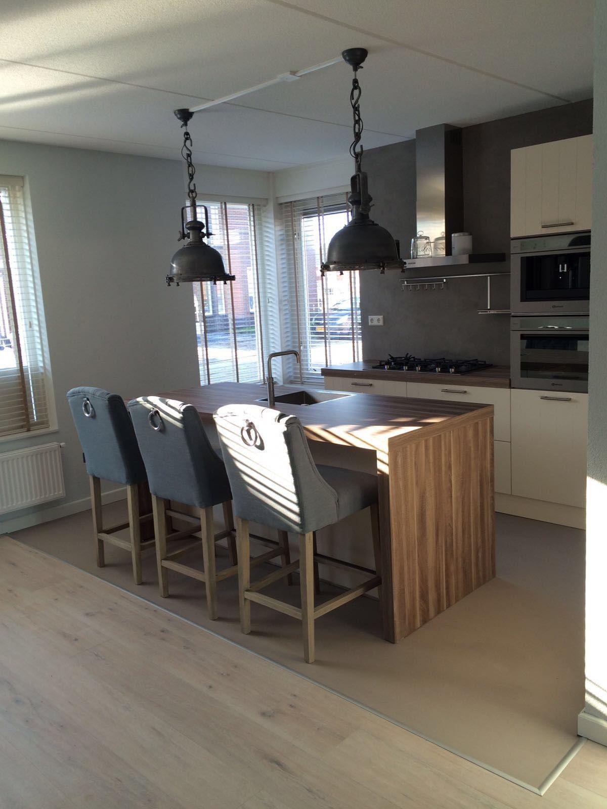 Design gietvloer in de keuken met overgang naar een for Keuken op houten vloer