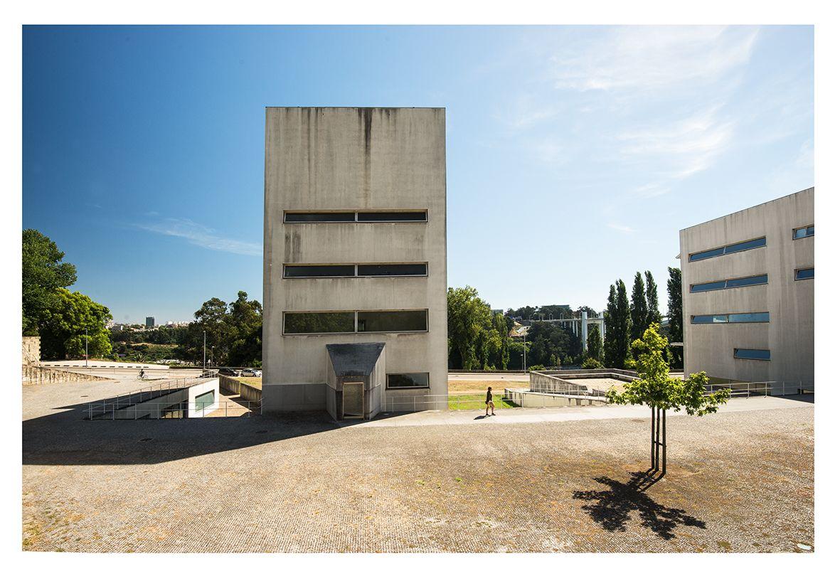 |pt| Faculdade de Arquitetura da Universidade do Porto, 1992.  |eng| Oporto University School of Architecture, 1992   © Rui Pedro Bordalo   #siza #architecture #oporto #porto #portugal #arquitetura #fotografia #photography #school #university #universidade