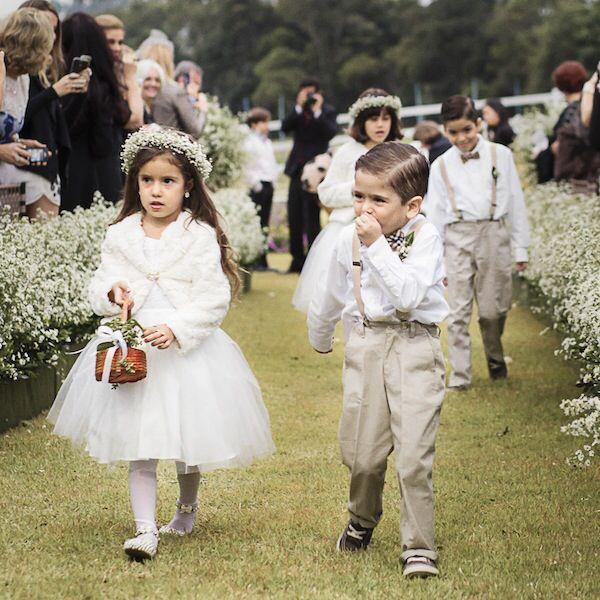 Daminha e pajem casamento no campo.