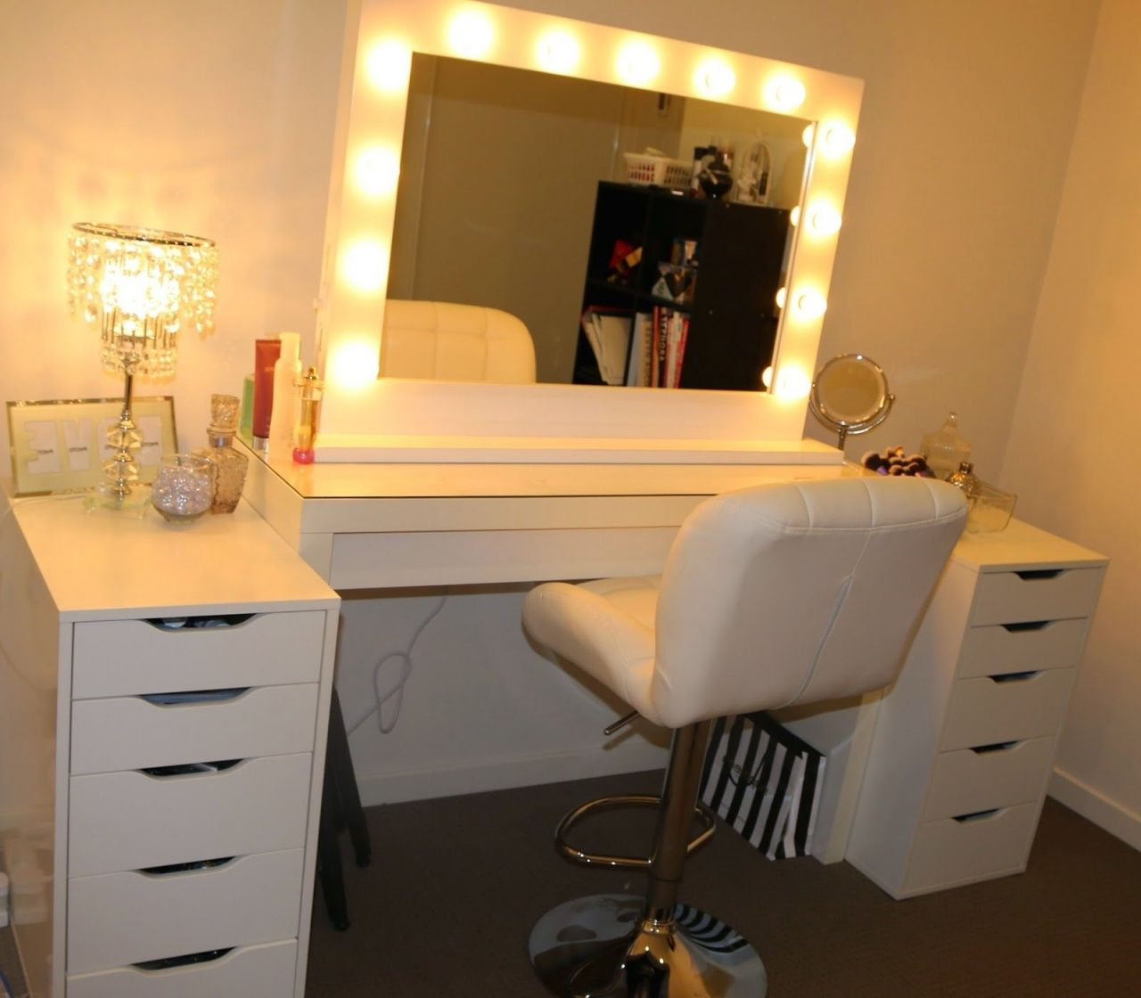 Lighted makeup mirror vanity table expensive home office furniture lighted makeup mirror vanity table expensive home office furniture check more at httpnikkitsfunlighted makeup mirror vanity table mozeypictures Images