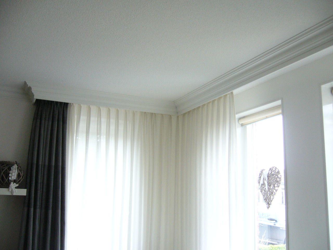 Brede plafondplint als koof voor gordijnen langs | Ideeën voor het ...