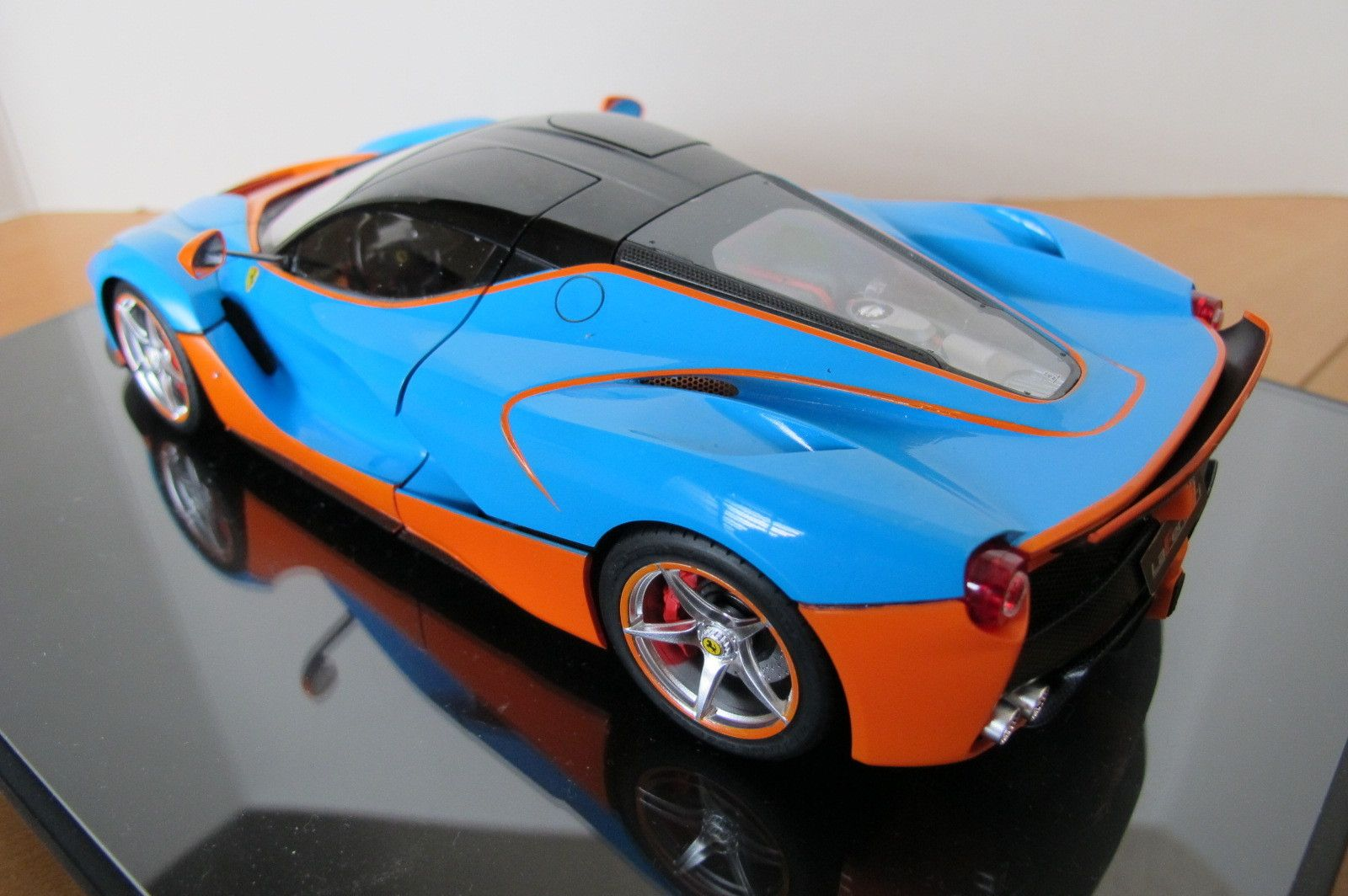 LaFerrari GulfLivery 1/24 Scale Model Scale models