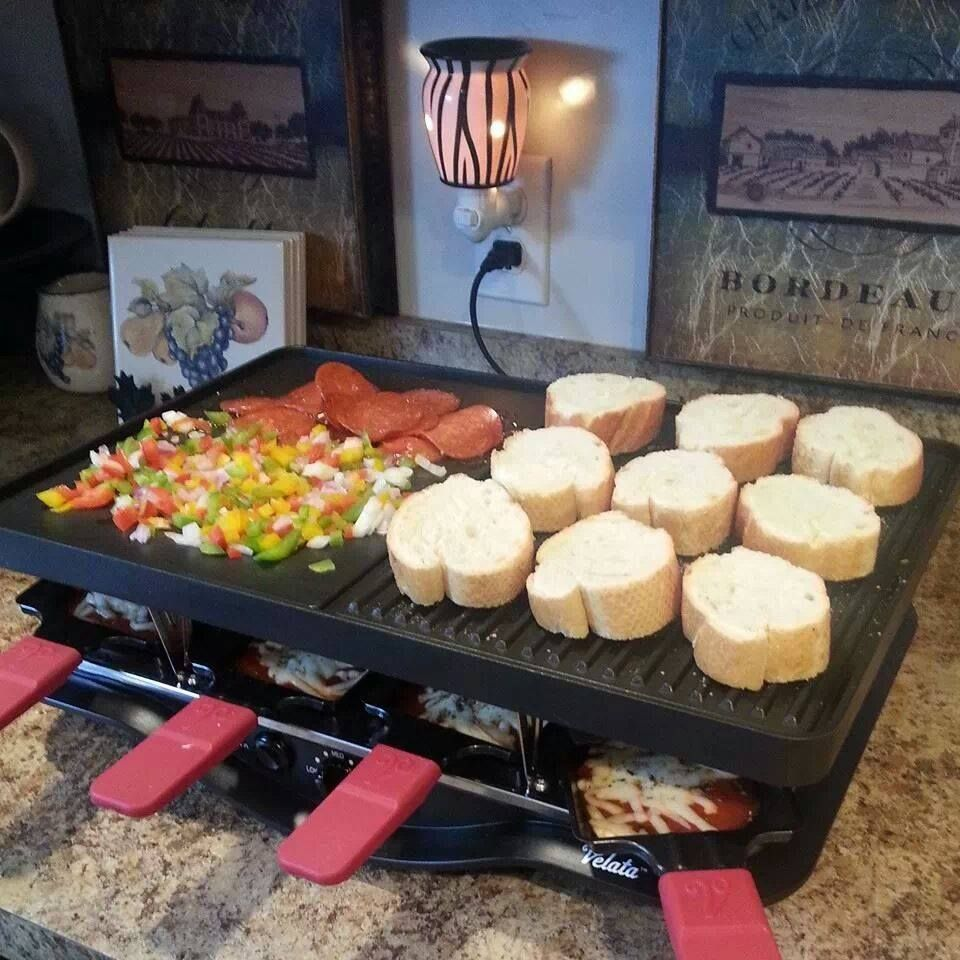 another consultant posted this pic mini baguette pizzas they look so yummy. Black Bedroom Furniture Sets. Home Design Ideas