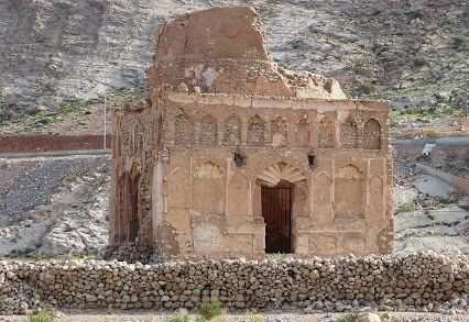 Mausoleum of Bibi Maryam: Probably a ruin mosque built by the ruler of Hormuz, Bahauddin Ayez in honour of his beloved wife Lady Maryam in late 13th cent AD.