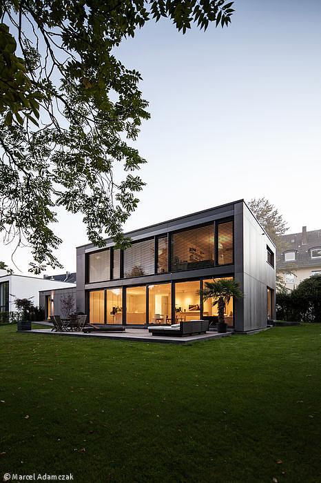 Monolith In Anthrazit Dusseldorf Cube Magazin Haus Architektur Architektur Haus Cube Haus