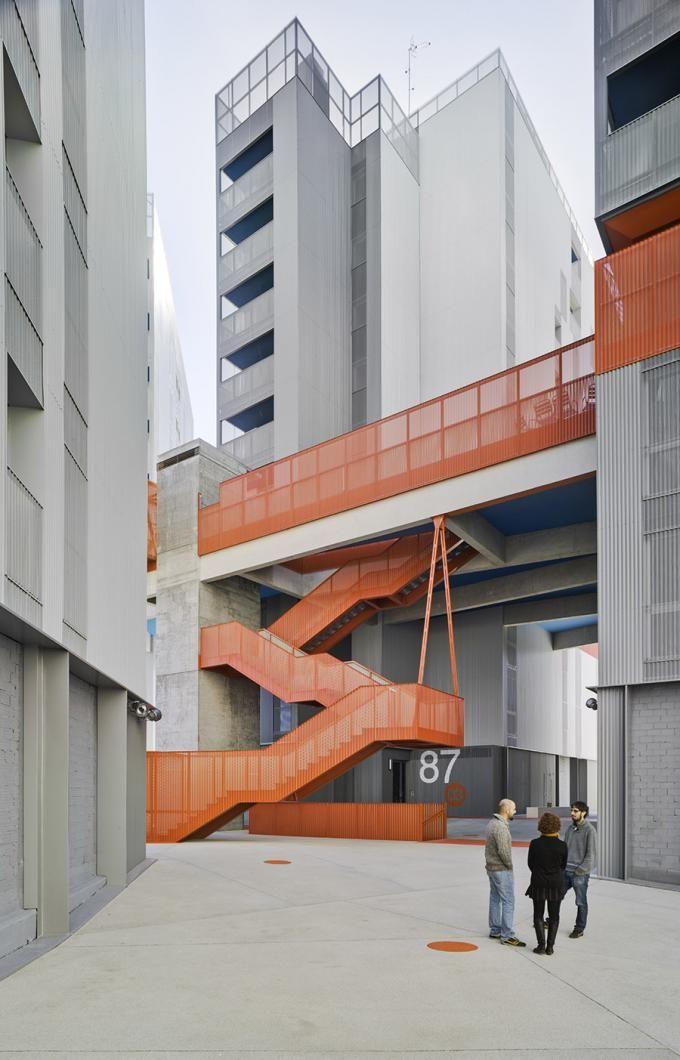 Escaleras de acceso exterior del conjunto de viviendas y complejo de usos mixto en coslada por - Escaleras para viviendas ...