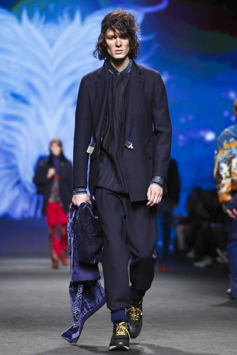 Etro Fashion Show Menswear Collection Fall Winter 2017 in Milan