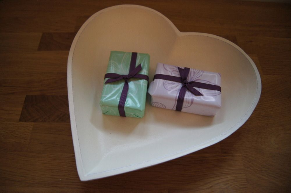 Image of Set of 3 White Heart Bowls