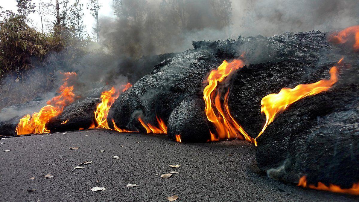 Gluhende Lava Stromt Ins Meer Vulkane Naturphanomene Vulkan