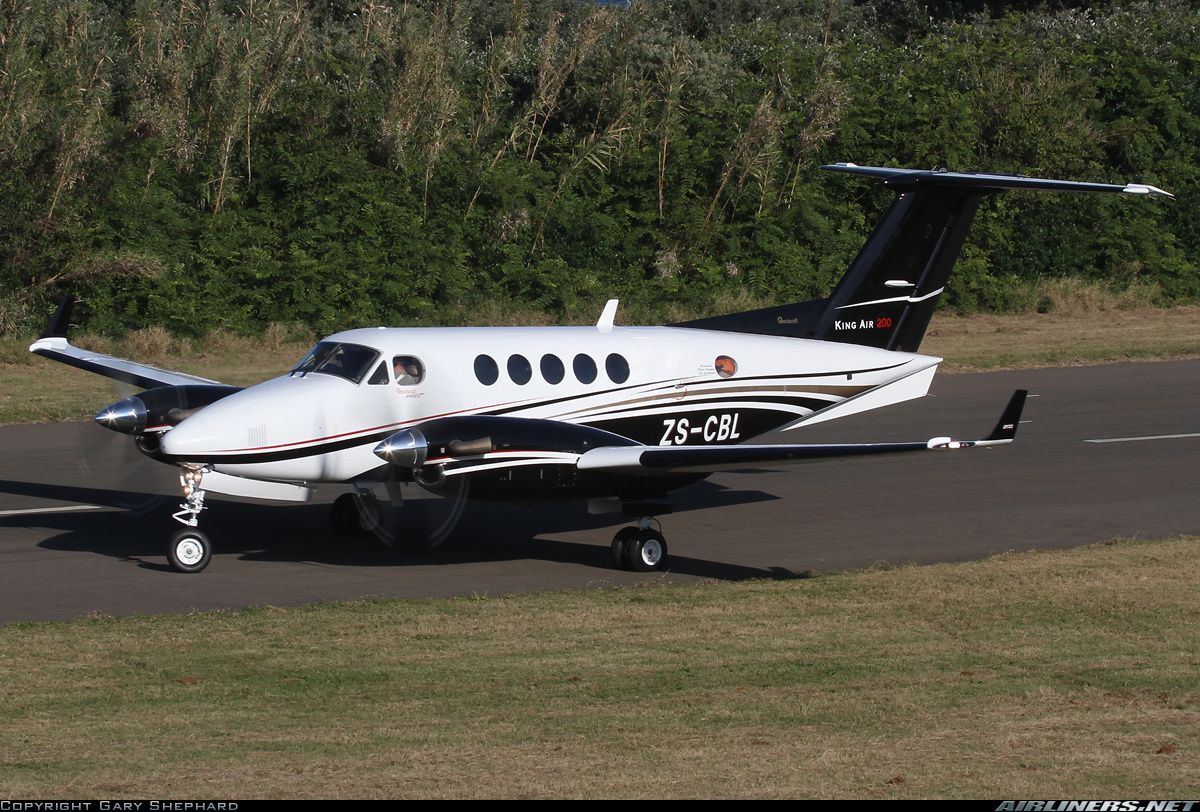 Raytheon B200 King Air aircraft picture Aviation